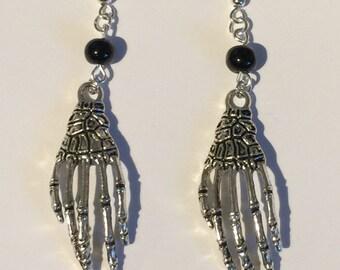 1 pair of skeleton hands earrings