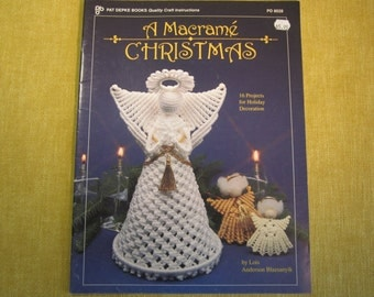 A Macrame Christmas, Pat Depke Books, 16 projects,Holiday decoration,ornaments,wreaths,Angels,tie backs,pillow,23 pgs,1993