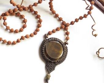Tiger's Eye and natural Rudraksha seeds on brown Macrame Mala necklace - Collier mala Oeil du tigre avec graines naturelles de rudraksha