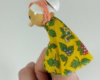Vintage Wooden Finger Puppets Family TOFA 1960's