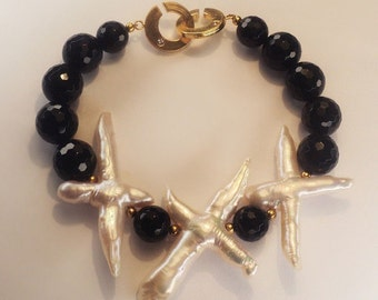 Bracelet and earrings with black agate and pearls