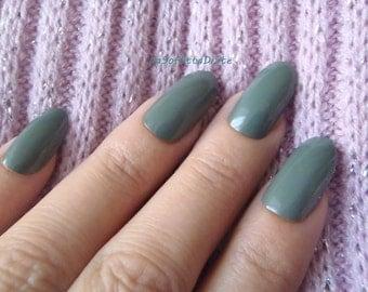 olive green nails almond glossy oval shape nails hand painted false tips christmas night sexy pointy fashion chic acrylic lasoffittadiste