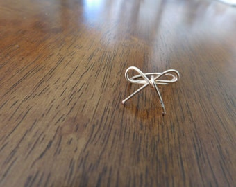 Gold Bow Wire Ring