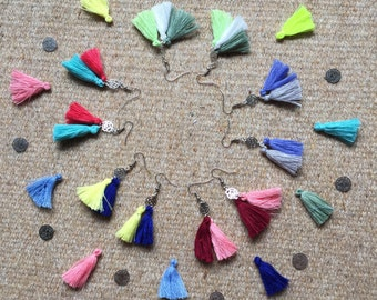 Earrings with tassels of different colors