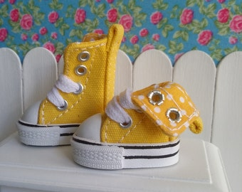 High yellow shoes to Blythe