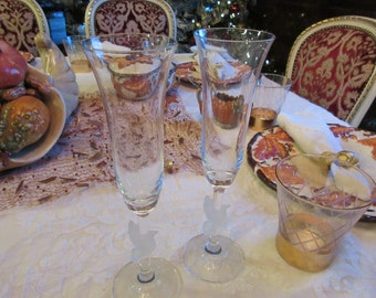 CHAMPAGNE FLUTES with DOVES