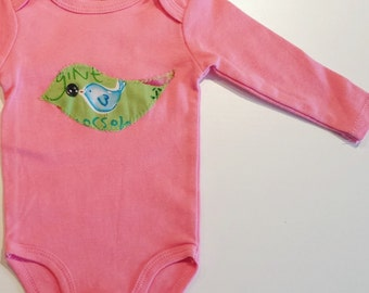 Body baby pink (6 months) with fancy print bird application