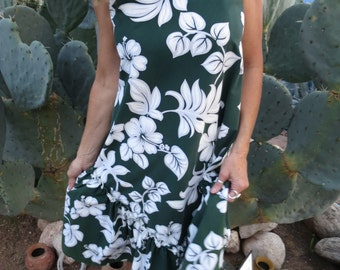 Vintage Retro Hawaiian Luau Beach Dress with Plumeria Flowers Size M