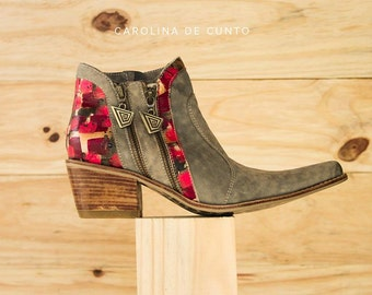 Leather Boots Eva Grey, Art at your feet! Handpainted boots by Carolina. Free shipping!