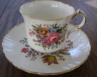 Beautiful vintage Oakley England Bone China Teacup & Saucer Floral design