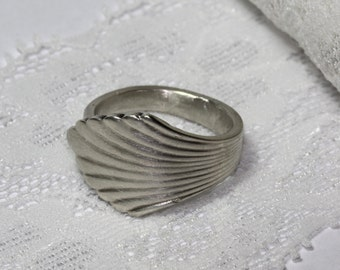 Size 8.5 Lovely spoon ring, silver plated