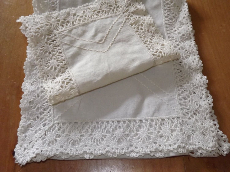 Free crochet patterns dressing table sets manet for - Set de table crochet ...