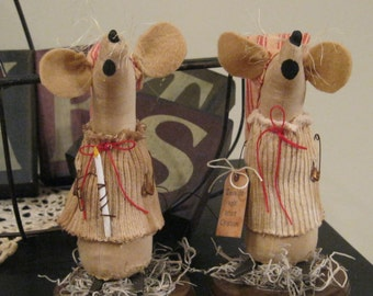 Mouse Shelf Sitter - Christmas Decoration - Holiday Decoration