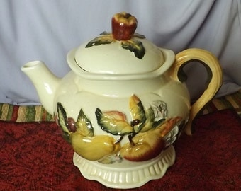 Bico China Glazed Ceramic Footed Teapot