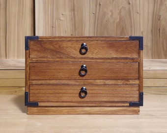 Japanese style jewelry box, hand made with solid kiri wood. (KB11COR)