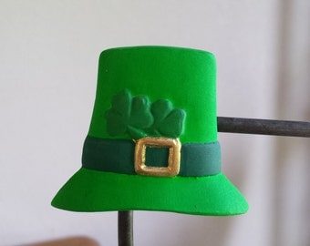 Ceramic Top Hat with Shamrock Magnet (#611A)
