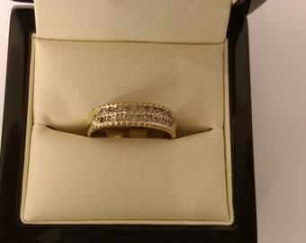 9ct Yellow Gold E.T Diamond Ring Size P