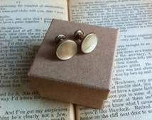 Vintage Art Deco 1930s GILT Ivory Mother Of Pearl Round Brass Cufflinks