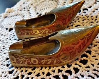 Vintage Ashtray Tobacciana Tiny Mid Century Slippers  SCROLL Design