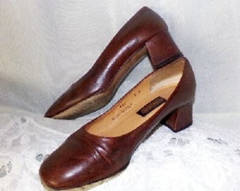 FREE SHIPPING....Womans Vintage Brown Leather COACH Shoes Pumps Heels Sz 7 B