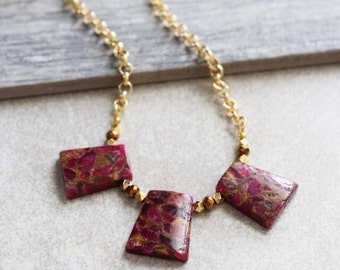 Red agate necklace, agate gemstone necklace, gold statement necklace, red gemstone necklace, large gold necklace, large slate necklace