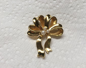 Vintage Goldtone Ribbon and Faux Pearl Design Pin/Brooch