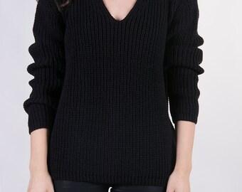 the Raglan V in Black -knitted sweater (V neck raglan sleeve cozy minimal pullover)