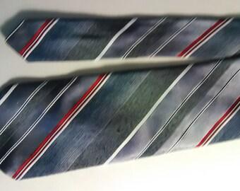 323.  Sears necktie