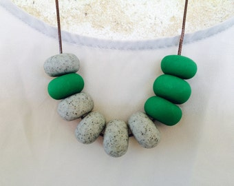 Natural Stone and Green Necklacr