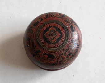 vintage hand painted paper mache lacquered trinket box