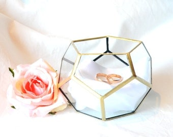 Glass ring box Dodecahedron. Wedding decor, ring bearer pillows and jewellry box