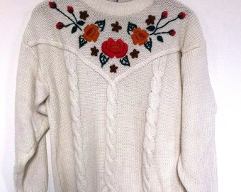 Sweater embroidered flowers
