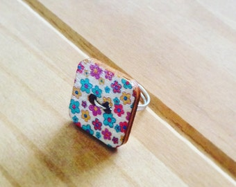 Large square button ring