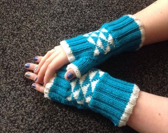 Two–Tone Fingerless Gloves