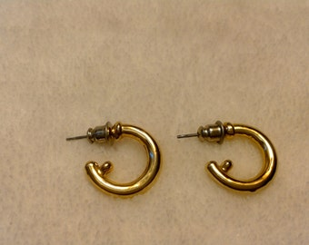 Uniquely half circle gold earrings