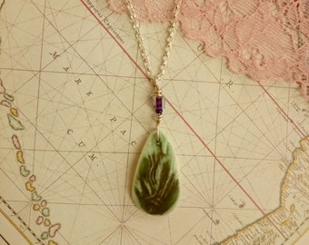 no.42 Small Green Leaf Porcelain Pendant Necklace