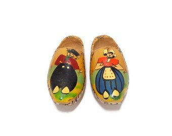 FREE SHIPPING! - Vintage Set of 2 Small Dutch Wood Shoes, Made in Holland, Wood Shoe Wall Hanging, Small Dutch Clogs, Dutch Wood Clogs