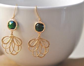 Emerald Green Glass Chandelier Earring, Emerald Green bridesmaid earrings.bridesmaids jewelry. Wedding jewelry. Bridal earrings.