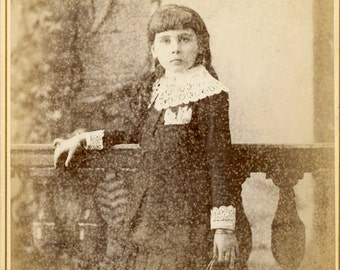 Cabinet card photo of a girl  (336)