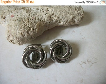 ON SALE Vintage STAR Silver Swirl Textured Earrings 1442