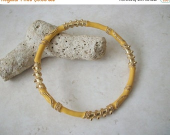 ON SALE Vintage Yellow Gold Thinner Enameled Bangle 10416