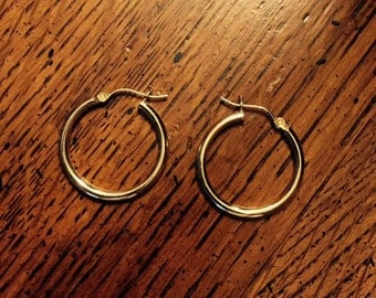 10 Kt. Yellow Gold Round-Hoop Earrings with Hinged Clasp