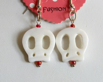 Fashion drop shell skeleton earring with red bead accent