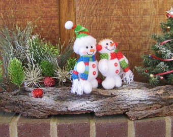 Mr. and Mrs. Snowman Christmas Scene