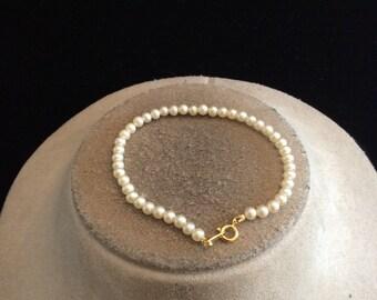 Vintage White Faux Pearl Bracelet