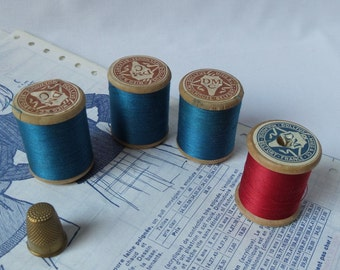 Spools of thread DMC wooden / 1930 / blue / red / old haberdashery / cotton