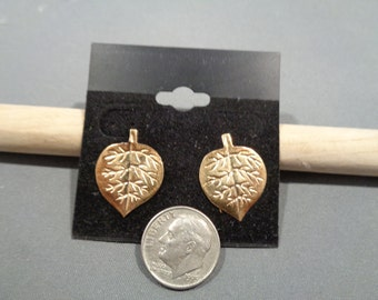 Vintage 14K Yellow Gold Leaves Earrings