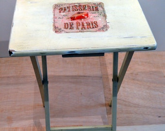 Folding wooden table assistant