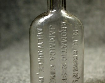 1800s Antique bottle, N.K.Brown's Aromatic Essence Jamaica Ginger Milwaukee, Wis.