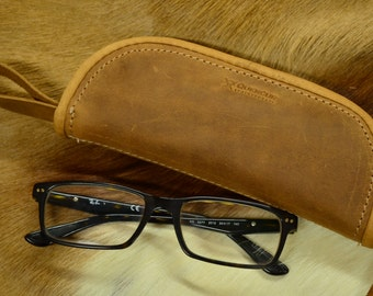 Case for glasses in leather and padded lining